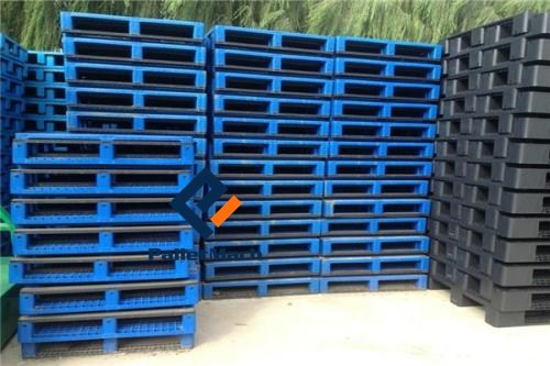 stackable plastic pallets
